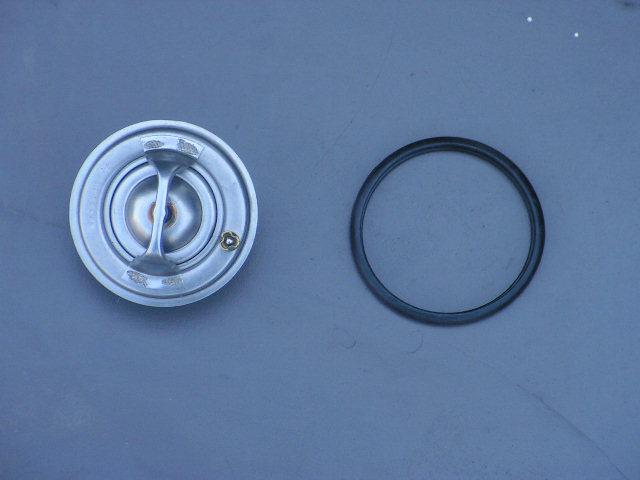 Jaguar XKR/8 thermostaat met pakking. NIEUW.