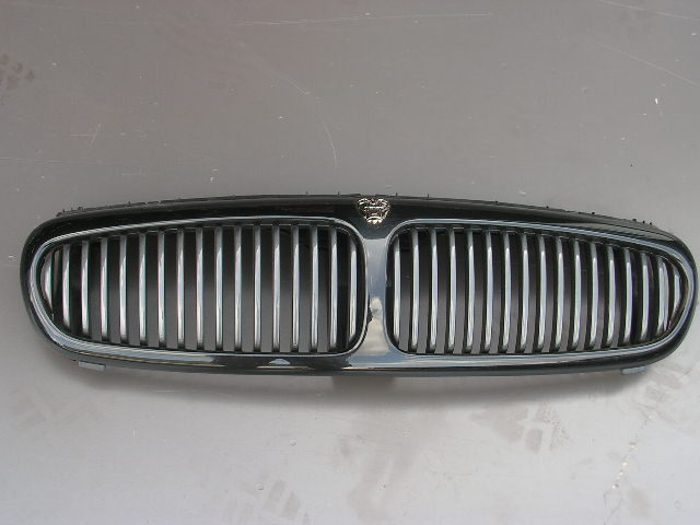 Jaguar X-type gril in kleur. GEBRUIKT